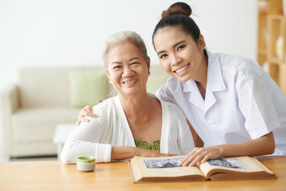 ชุมชนท้องถิ่นดูแลผู้สูงอายุ